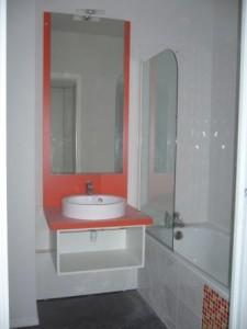 Okiban - Salle de bains suspendue